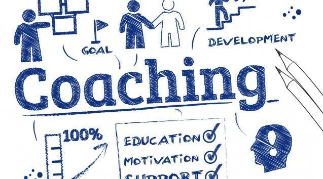 coaching procede del verbo inglés to coach, «entrenar»